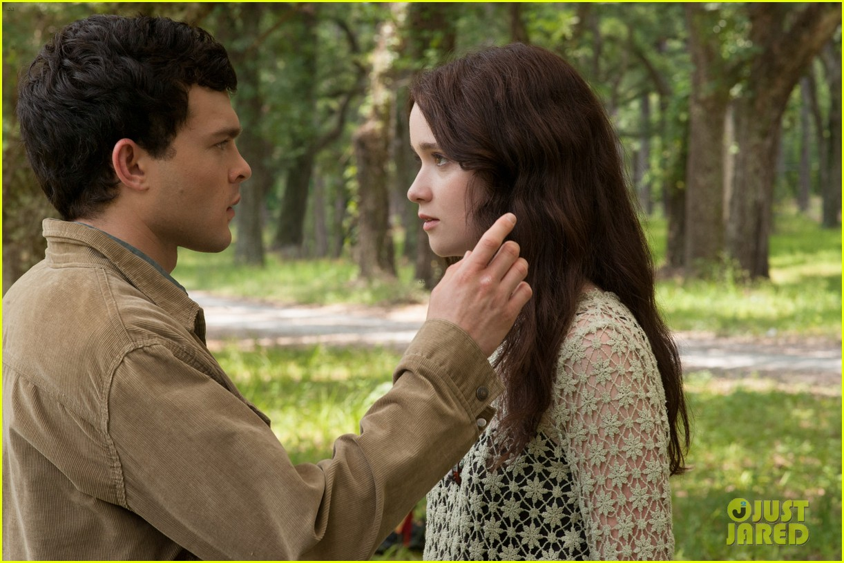 emmy rossum new beautiful creatures stills exclusive 022805247