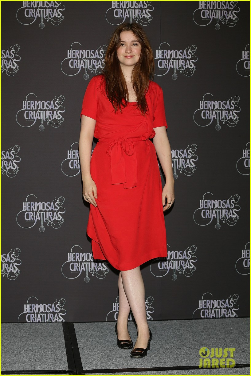 emmy rossum beautiful creatures mexico city premiere photo call 03