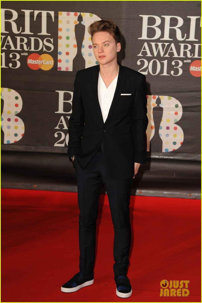 ed sheeran conor maynard brit awards 2013 red carpet 05