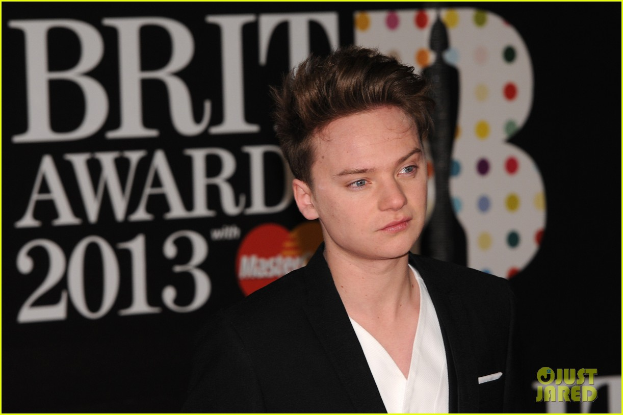 ed sheeran conor maynard brit awards 2013 red carpet 12