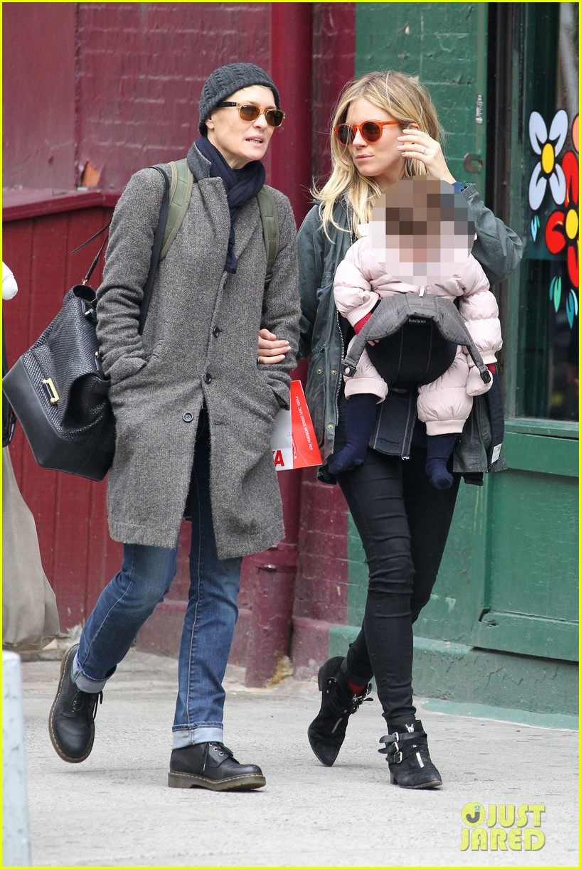 sienna miller west village shopping with robin wright 03