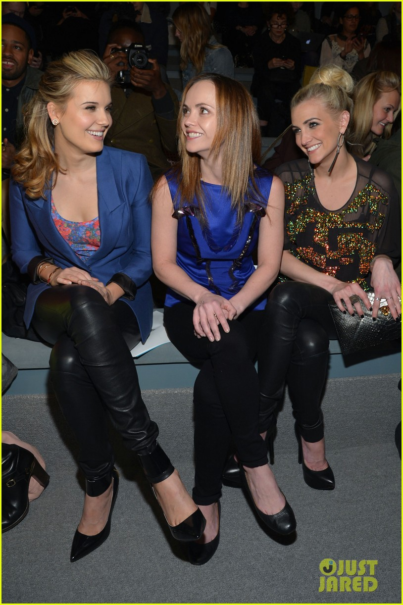 ashlee simpson christina ricci richard chai fashion show 15