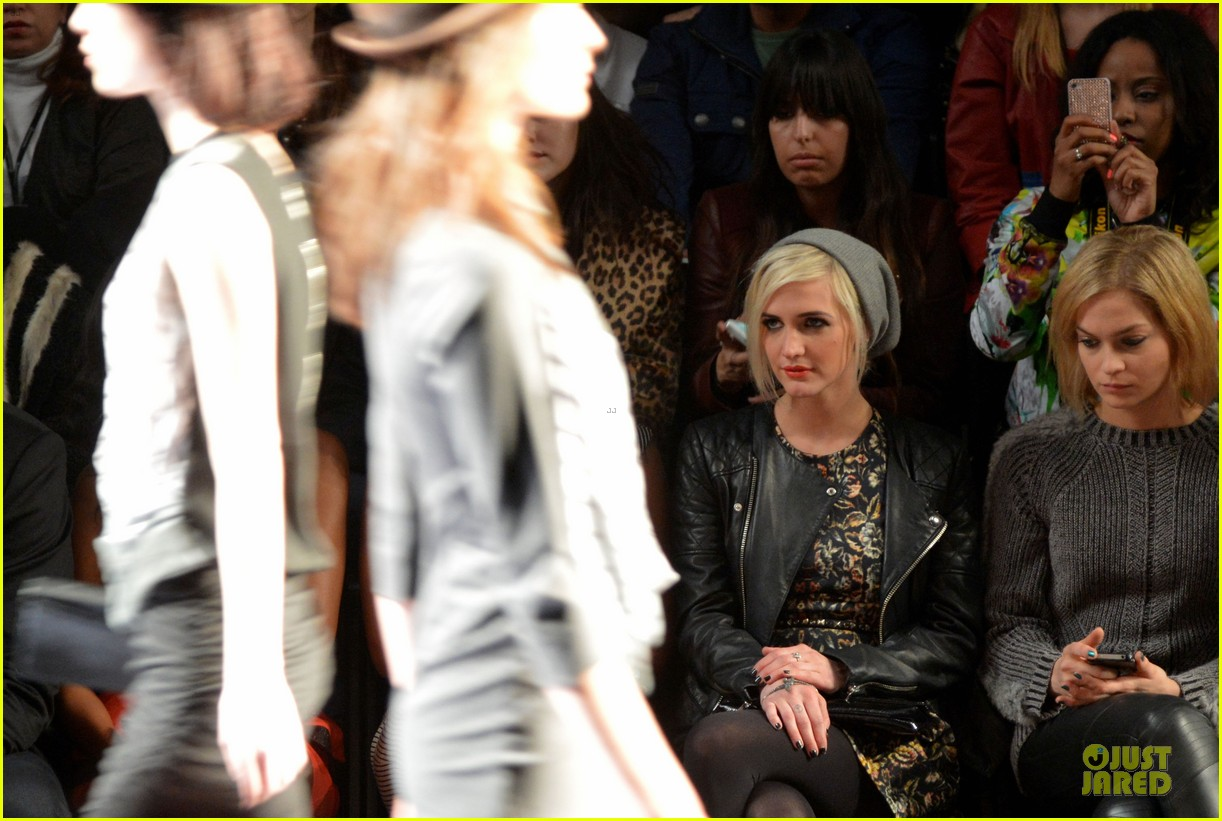 ashlee simpson nicole miller fashion show 16