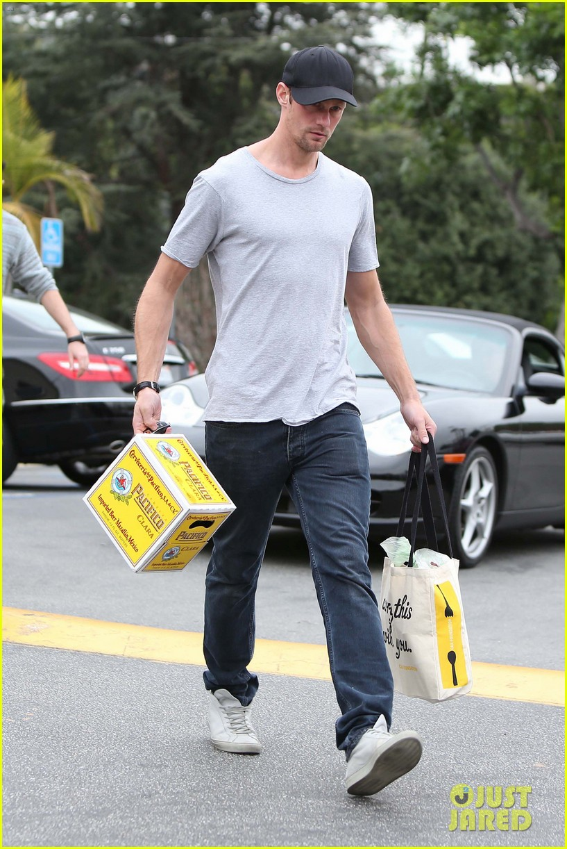 alexander skarsgard pre super bowl beer run 012803452