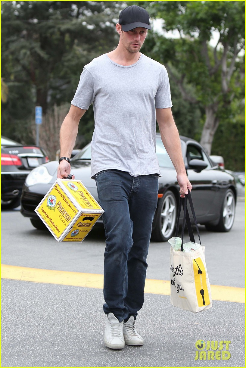 alexander skarsgard pre super bowl beer run 062803457