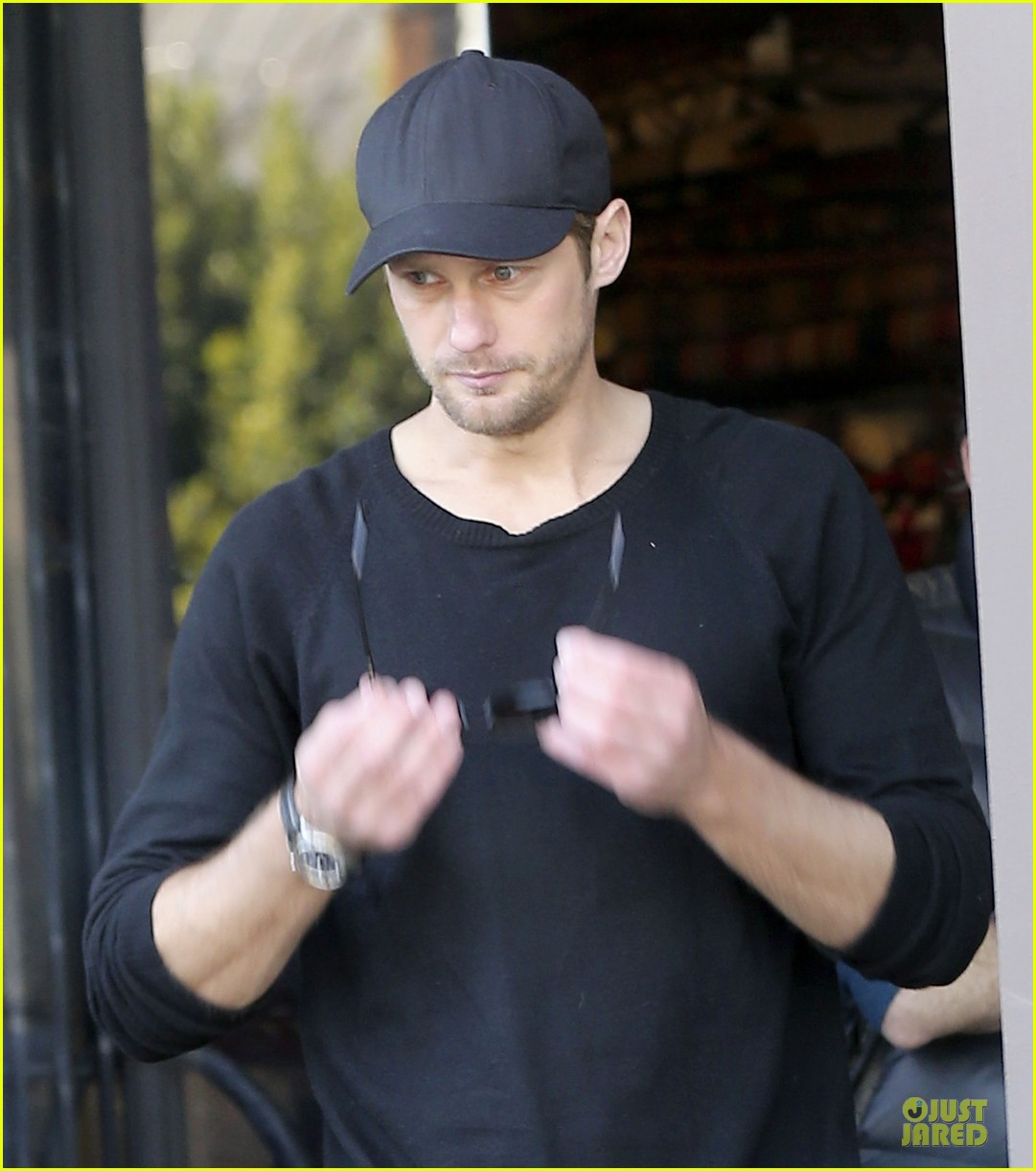 alexander skarsgard hollywood house hunting 042817330