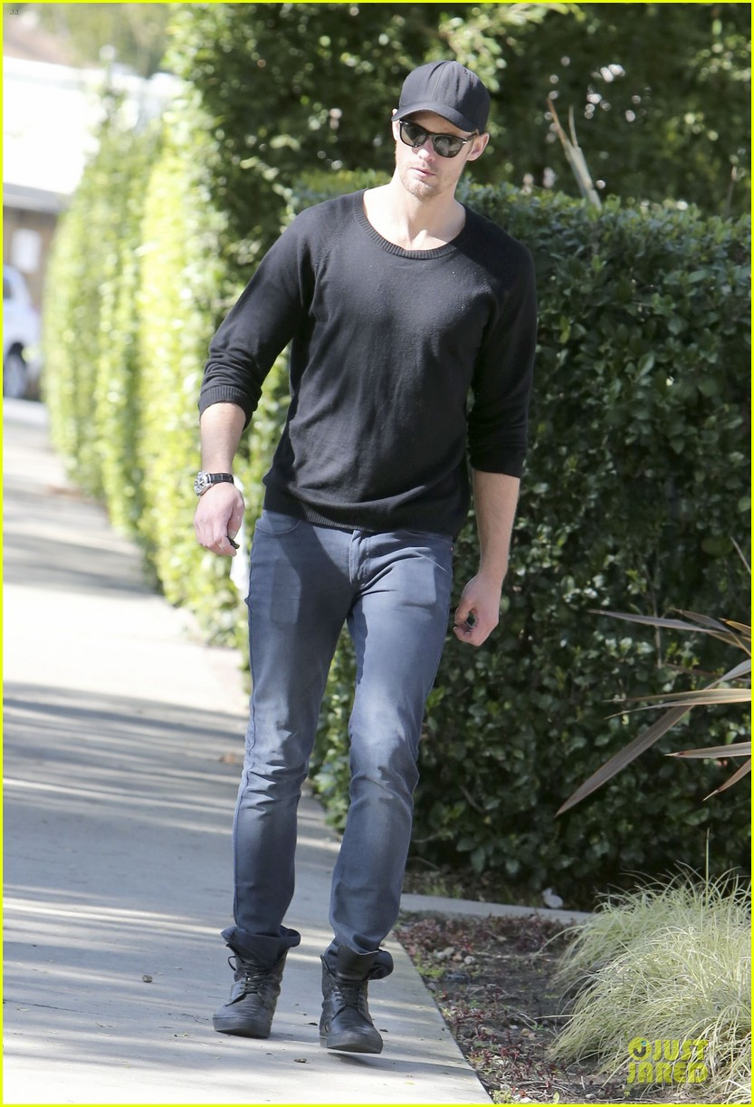 alexander skarsgard hollywood house hunting 17