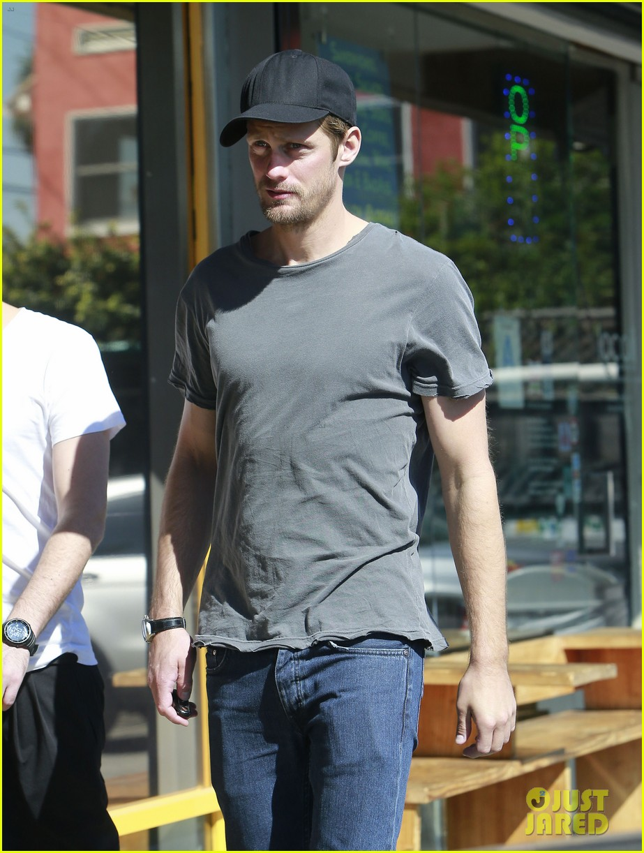 alexander skarsgard thursday lunch with a pal 02