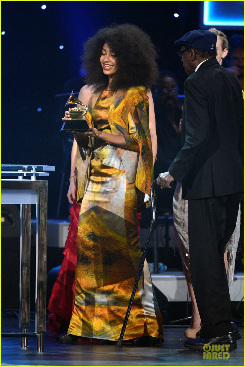 esperanza spalding grammys 2013 red carpet 03