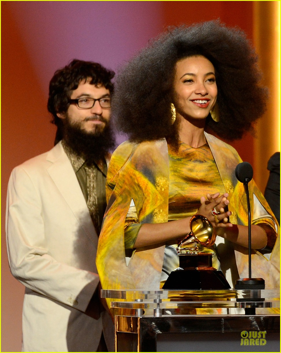esperanza spalding grammys 2013 red carpet 09