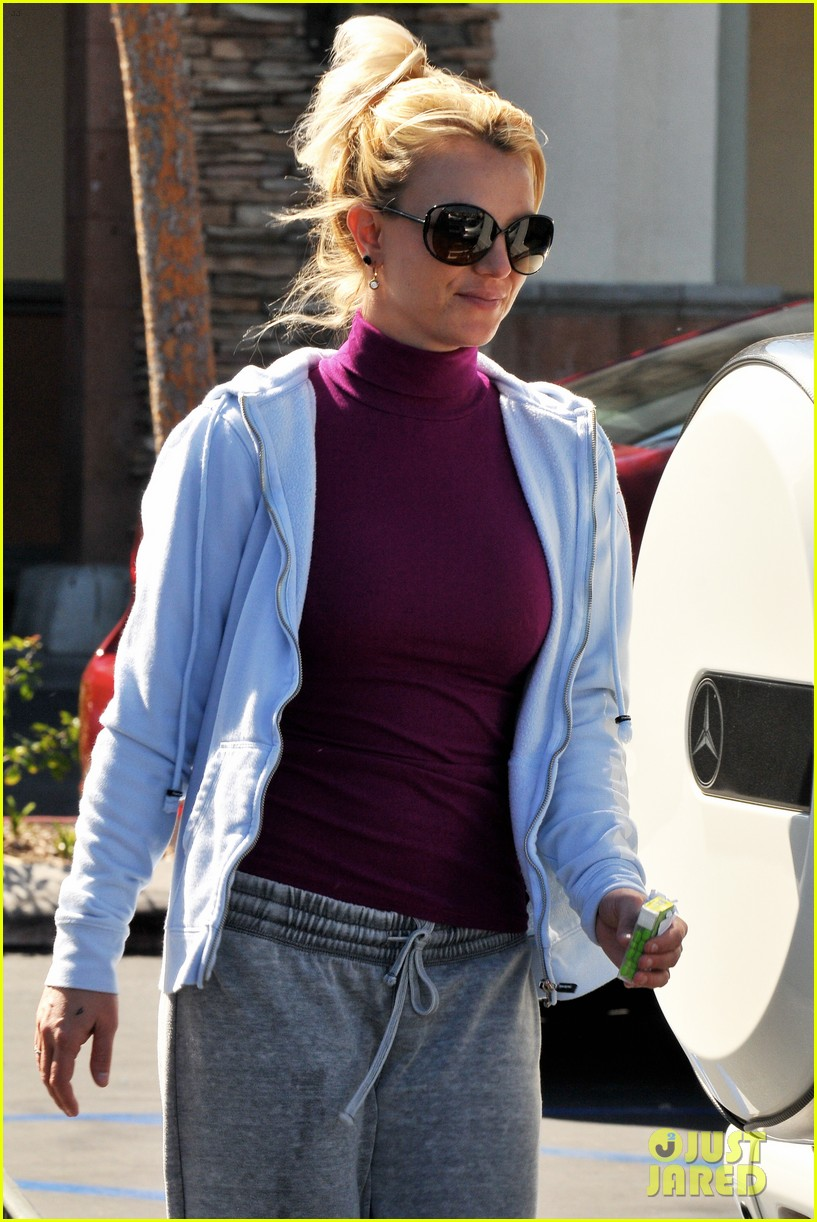 britney spears sunday albertsons stop 01