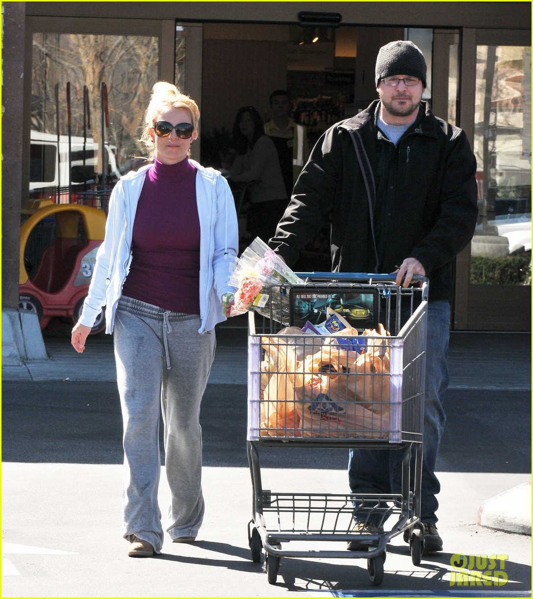 britney spears sunday albertsons stop 08