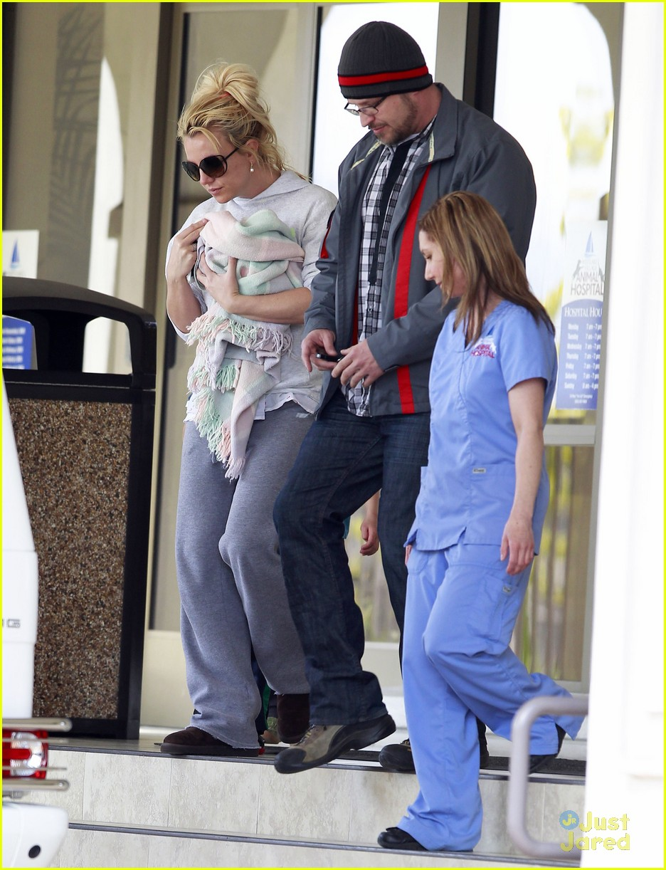 britney spears animal hospital with hannah and the boys 21