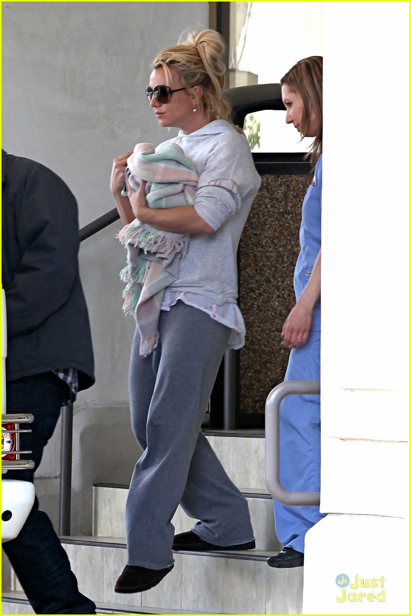 britney spears animal hospital with hannah and the boys 232814731
