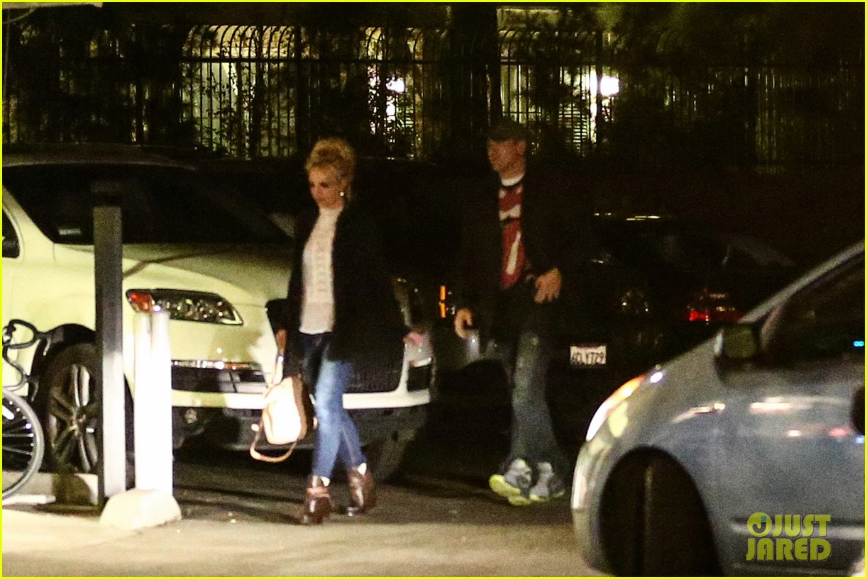 britney spears valentines day dinner wtih mystery guy 01