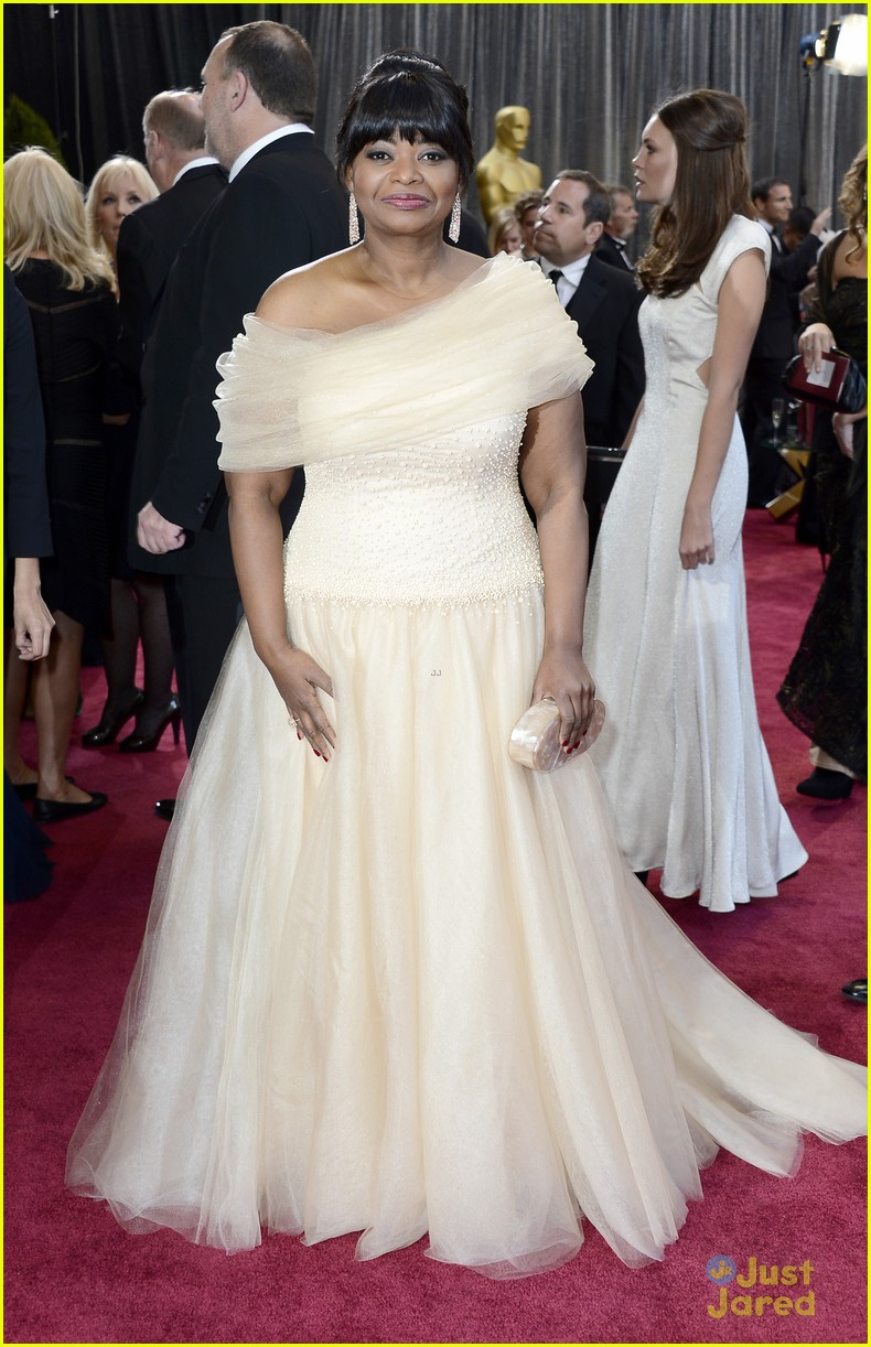 octavia spencer oscars 2013 red carpet 05