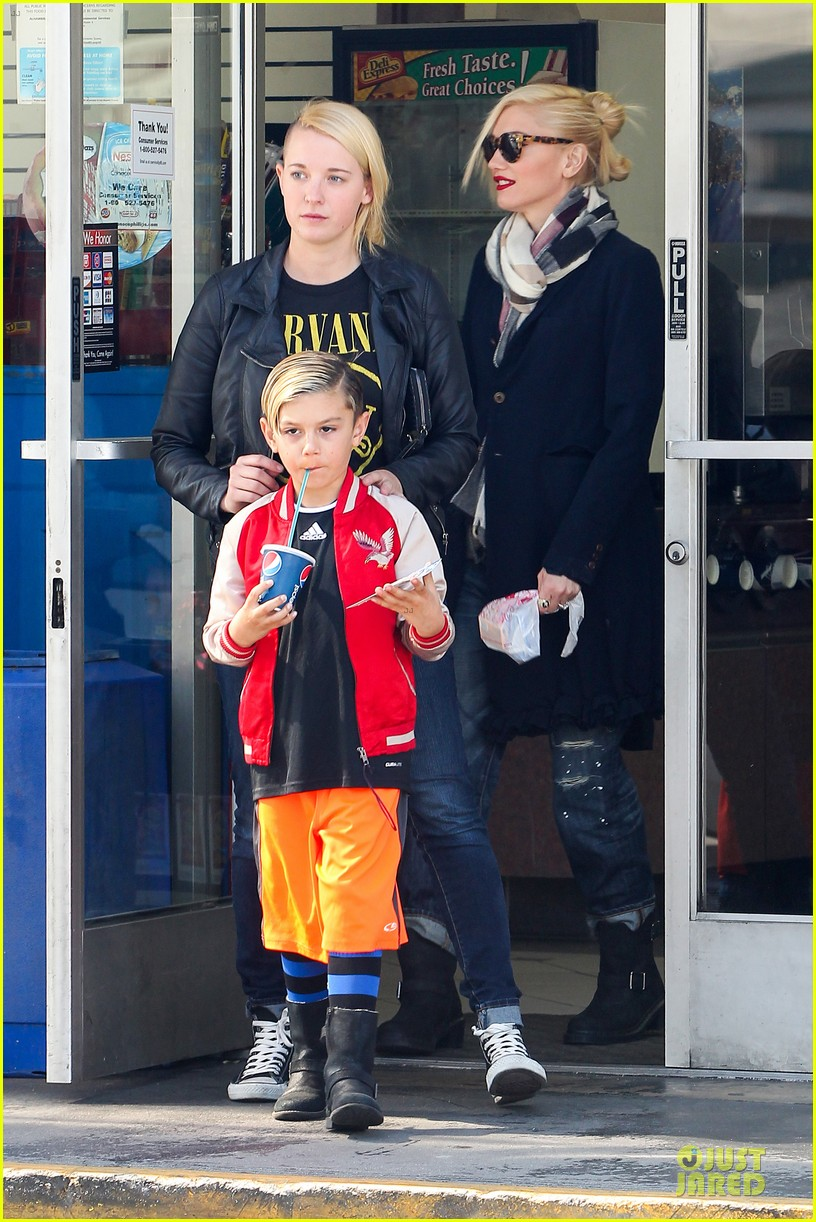 gwen stefani gavin rossdale indio road trip with the boys 012820763