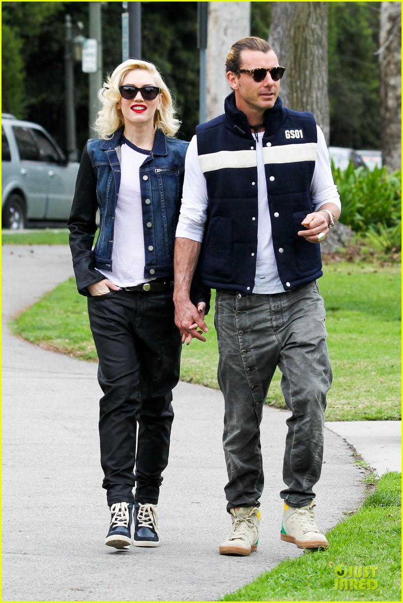gwen stefani gavin rossdale scootering with the boys 03