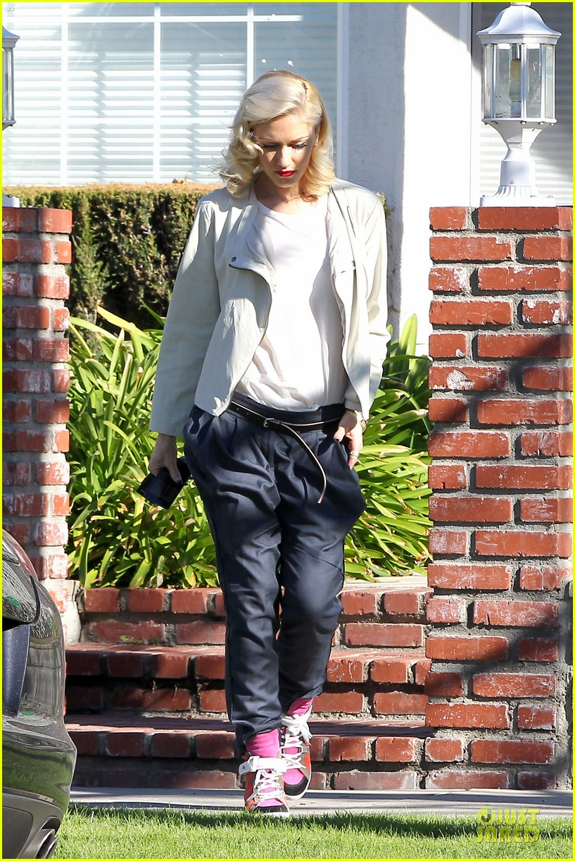 gwen stefani gavin rossdale scootering with the boys 062804908