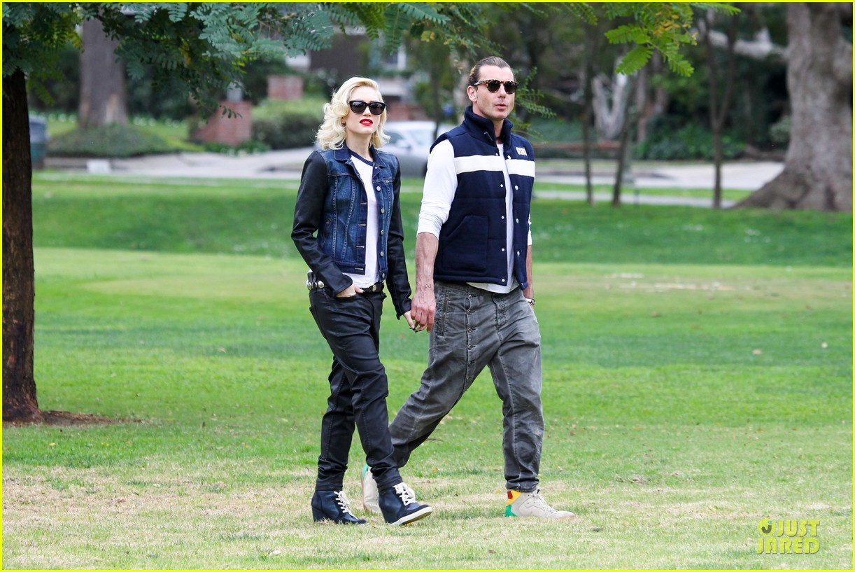 gwen stefani gavin rossdale scootering with the boys 17