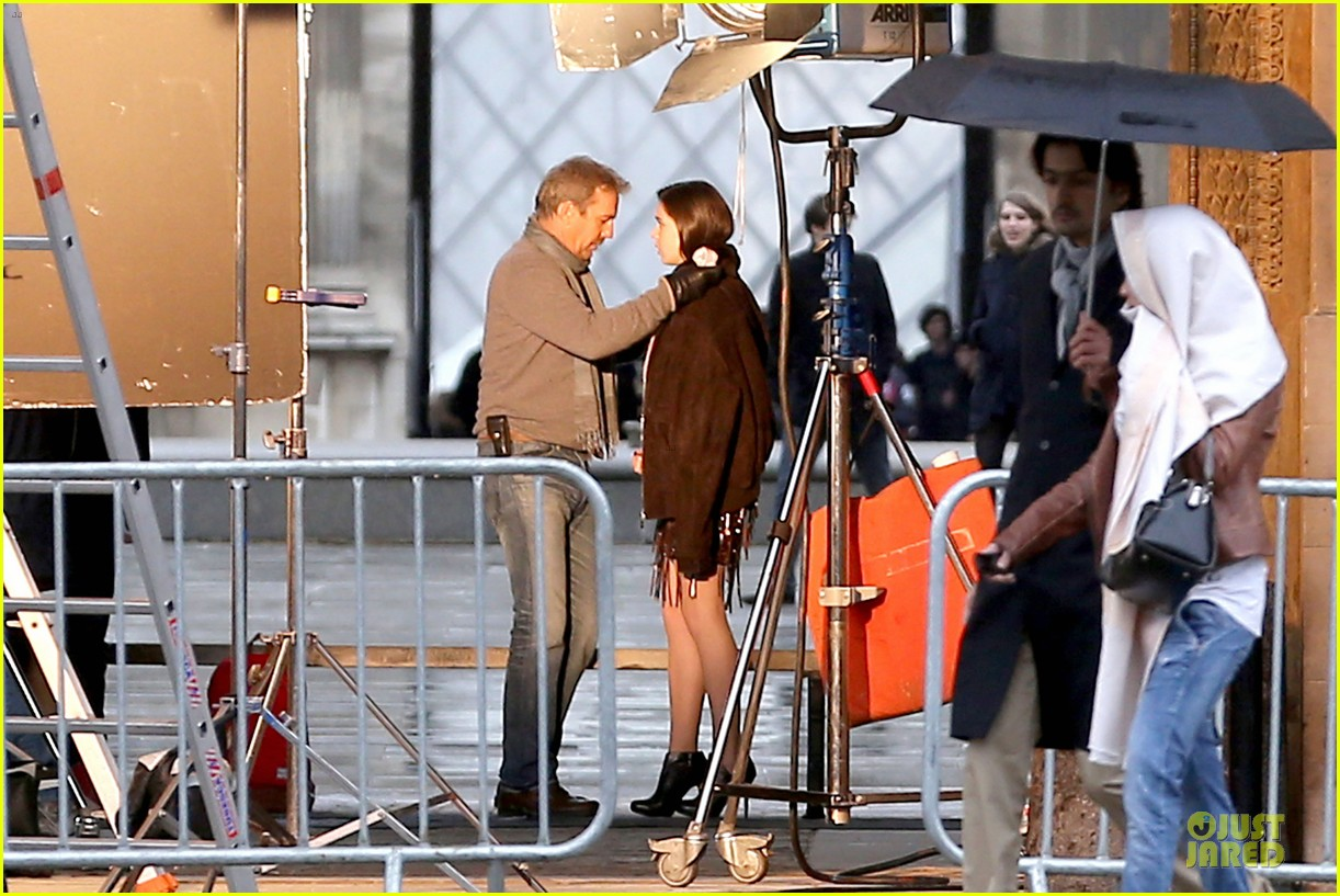hailee steinfeld three days to kill set with kevin costner 03
