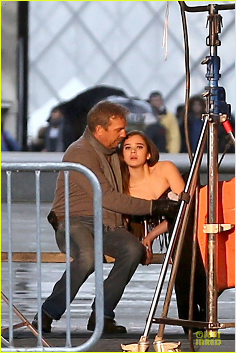 hailee steinfeld three days to kill set with kevin costner 04