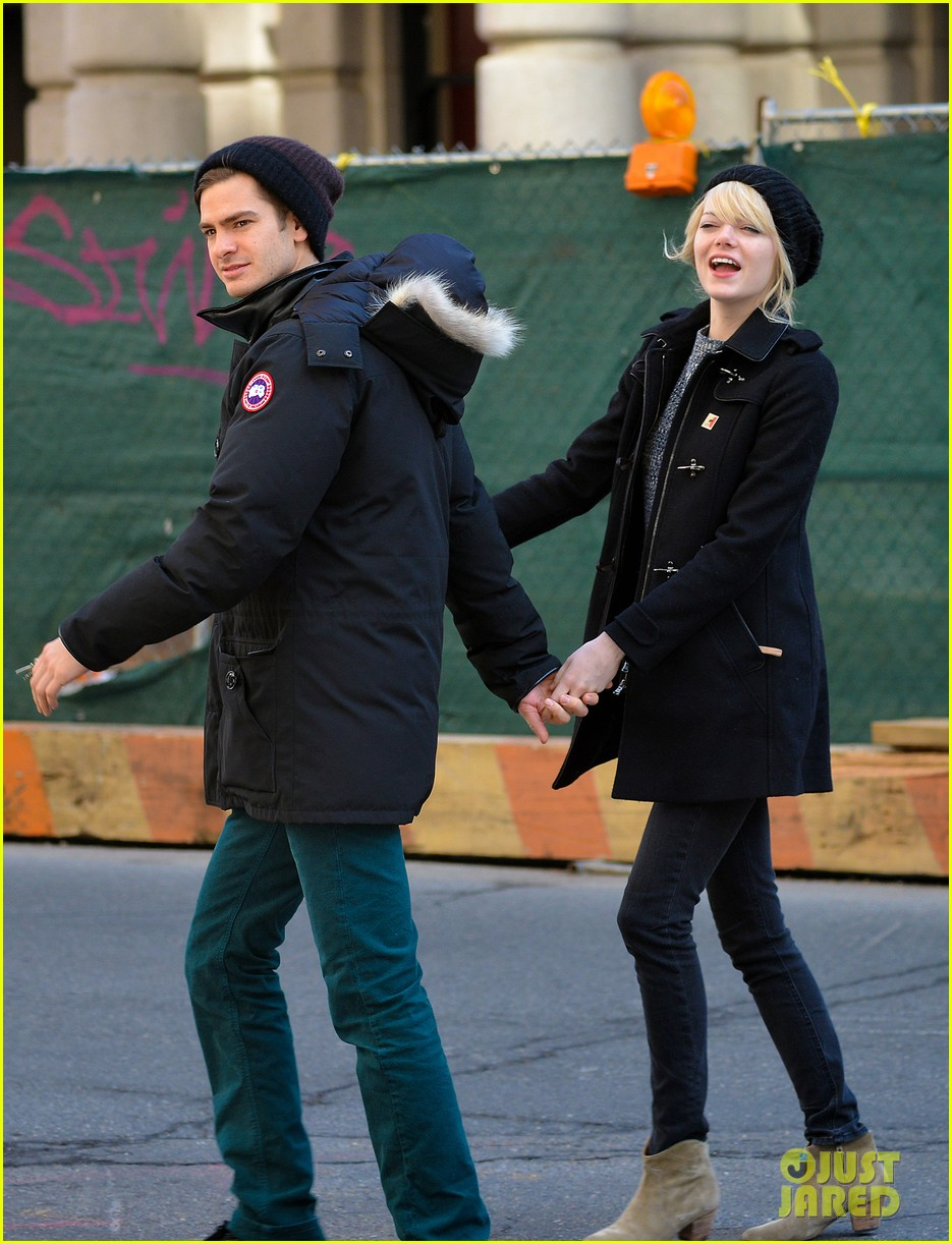 emma stone andrew garfield holding hands after breakfast 01