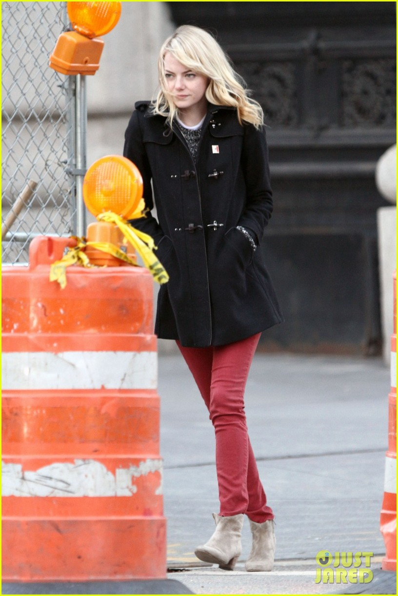 emma stone tribeca lunch with a mystery male 01