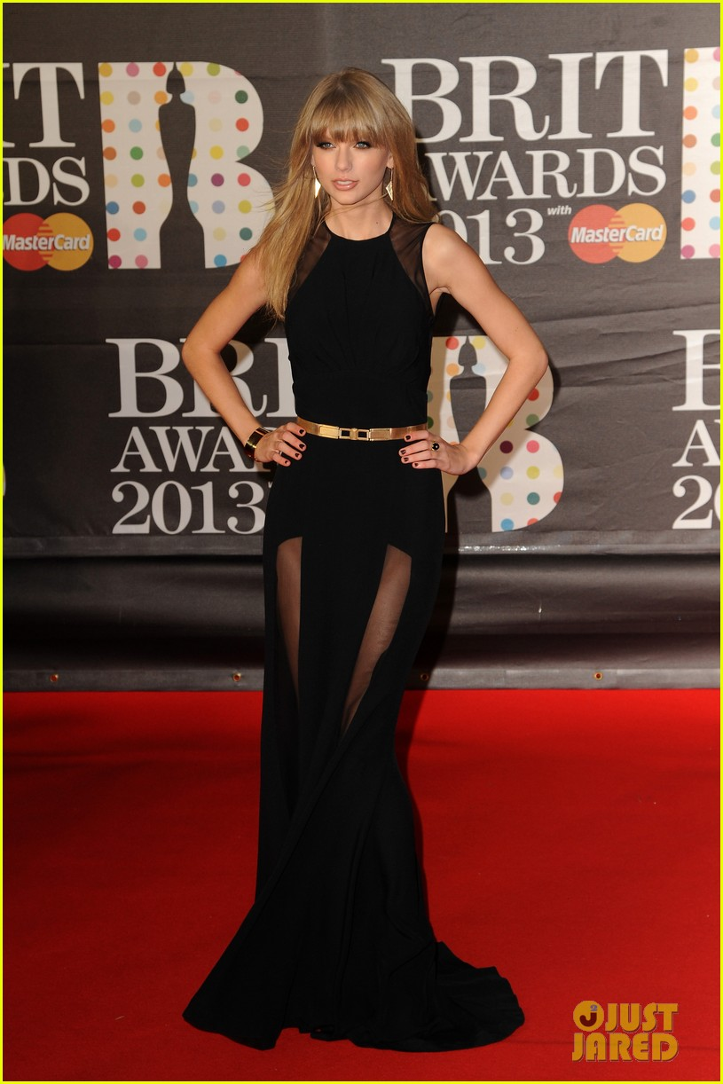 taylor swift brit awards red carpet 2013 01