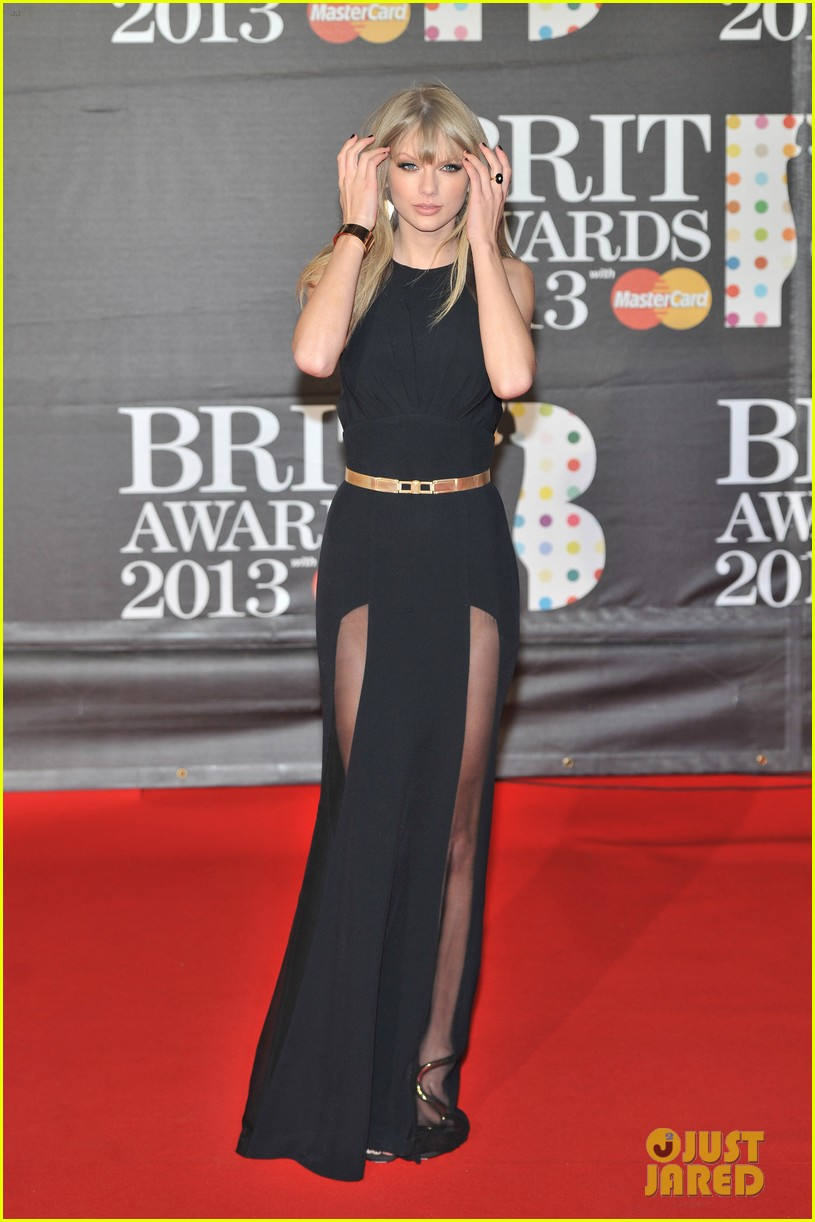 taylor swift brit awards red carpet 2013 03