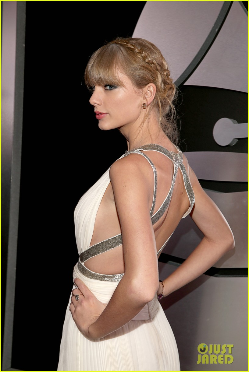 taylor swift grammys 2013 red carpet 03