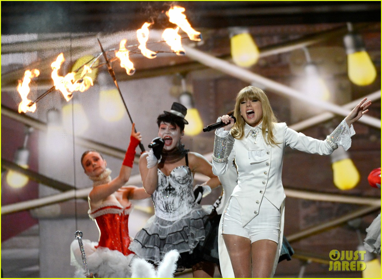 taylor swift grammys 2013 performance watch now 02