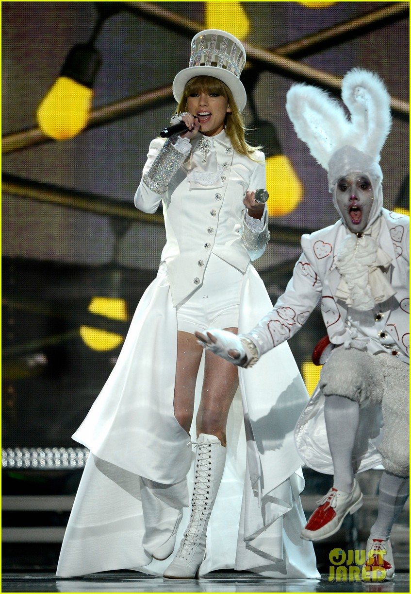 taylor swift grammys 2013 performance watch now 03