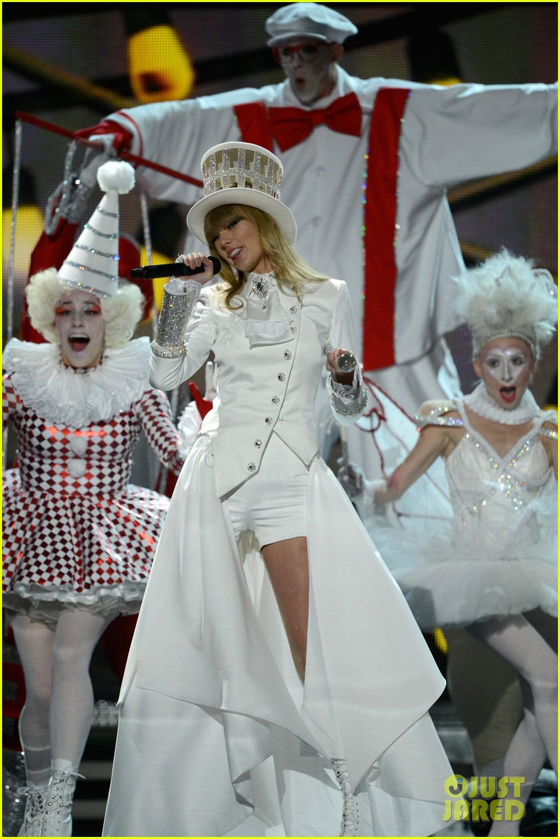 taylor swift grammys 2013 performance watch now 07