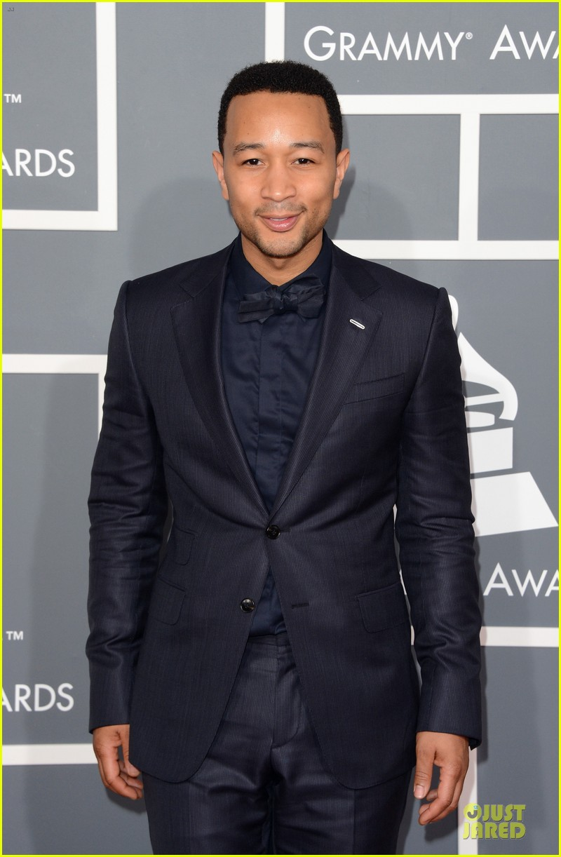 chrissy teigen john legend grammys 2013 red carpet 03