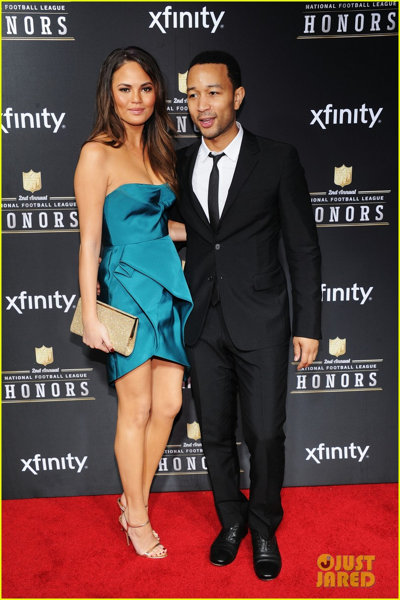 chrissy teigen hilaria thomas wear same dress to nfl honors 2013 10
