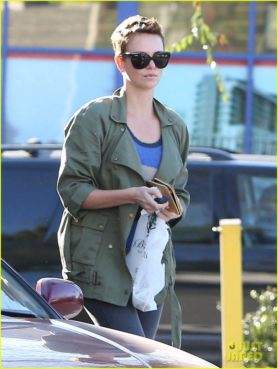 charlize theron bristol farms shopper 04