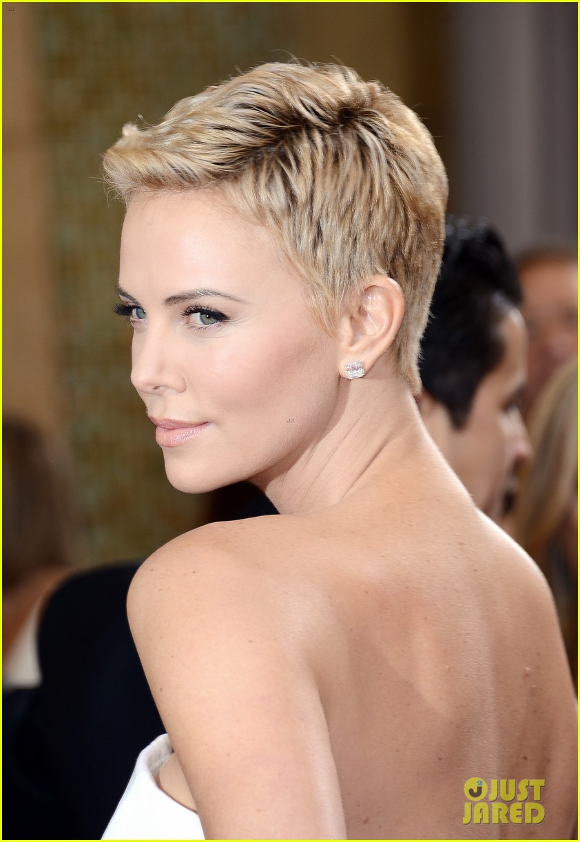 charlize theron oscars 2013 red carpet 08