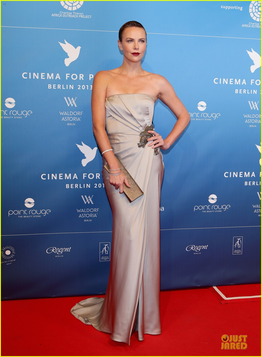 charlize theron cinema for peace gala 08