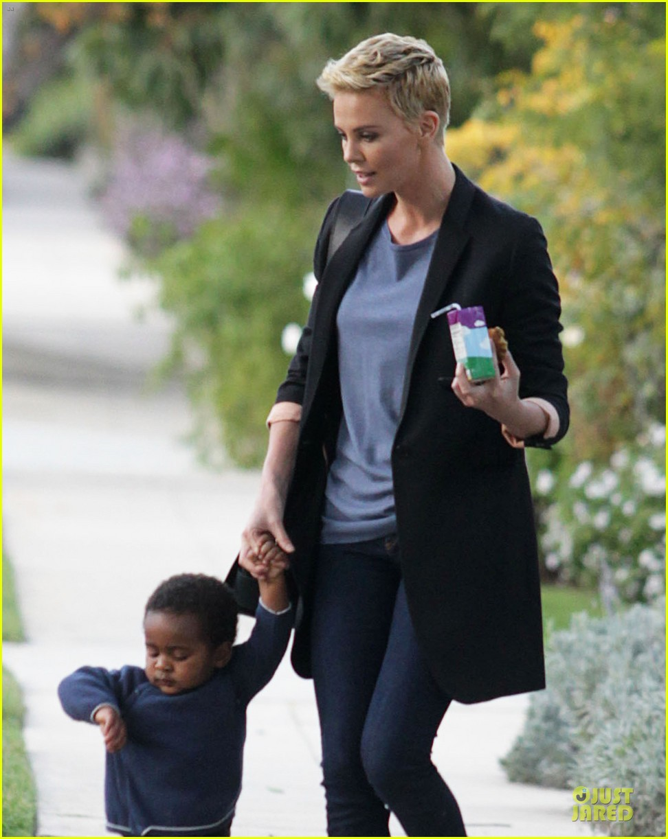 charlize theron playdate with jackson 04