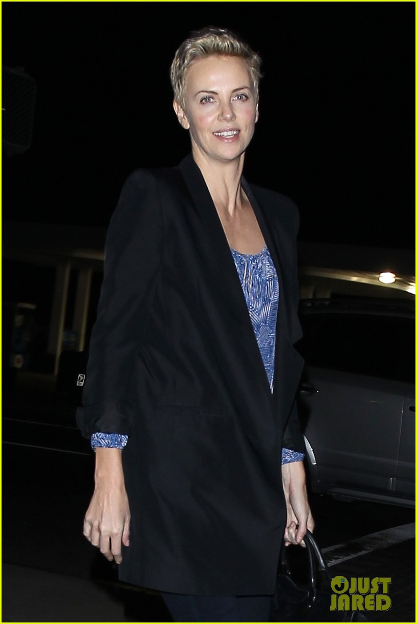 charlize theron partners with toms shoes to prevent aids 01