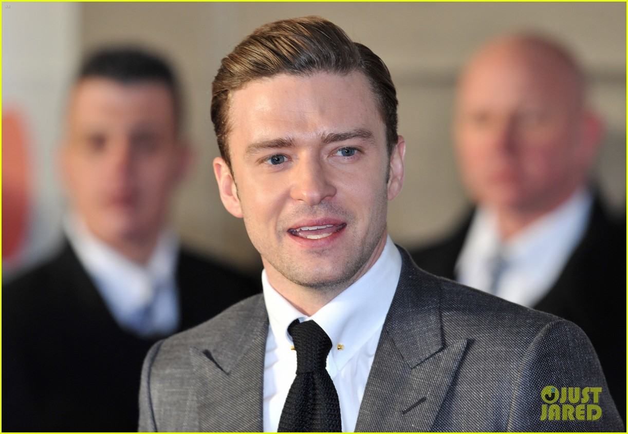 justin timberlake brit awards 2013 red carpet 04