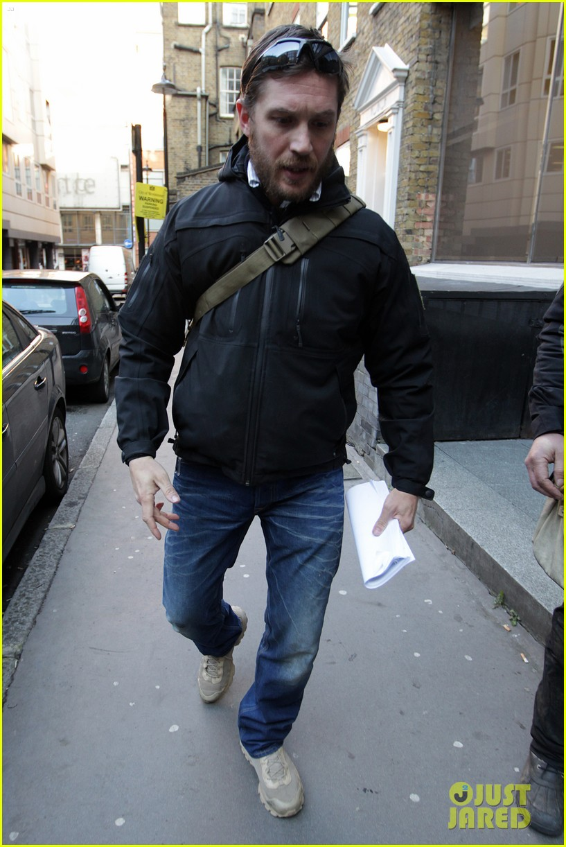 http://cdn02.cdn.justjared.com/wp-content/uploads/2013/02/tom-meeting/tom-hardy-london-meeting-man-02.jpg
