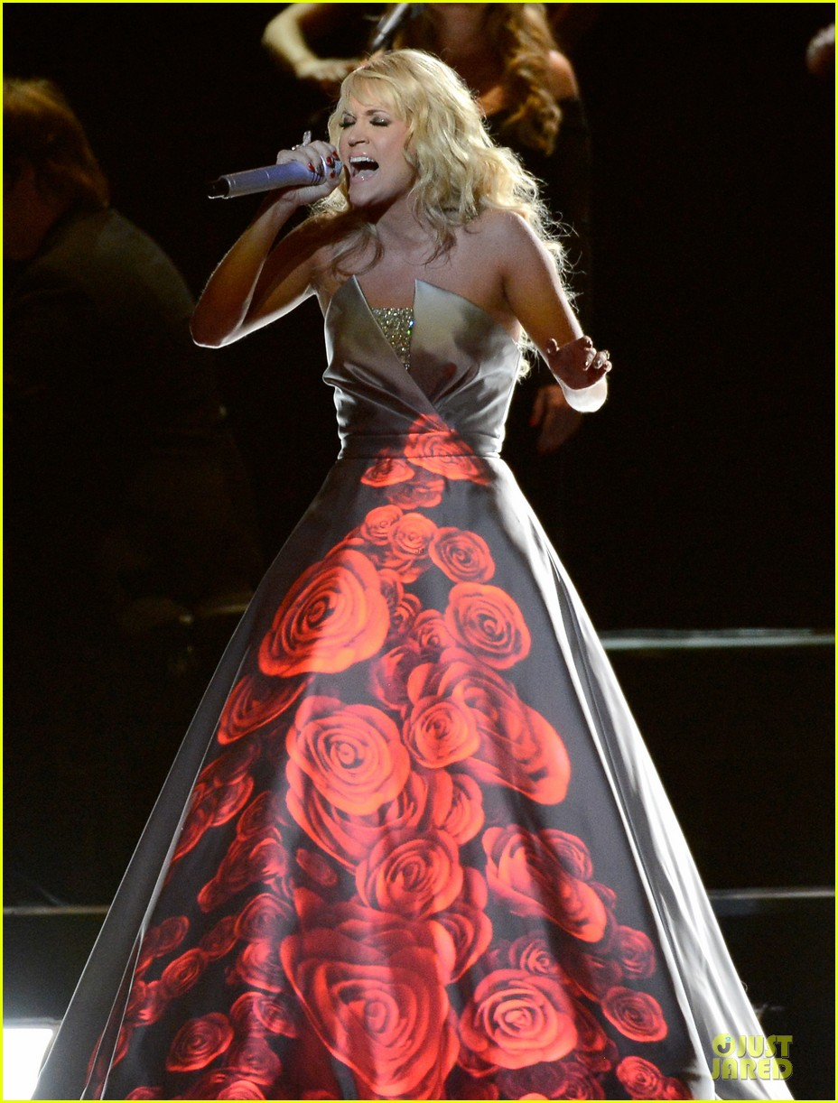 carrie underwood hunter haynes grammys 2013 performance watch now 01
