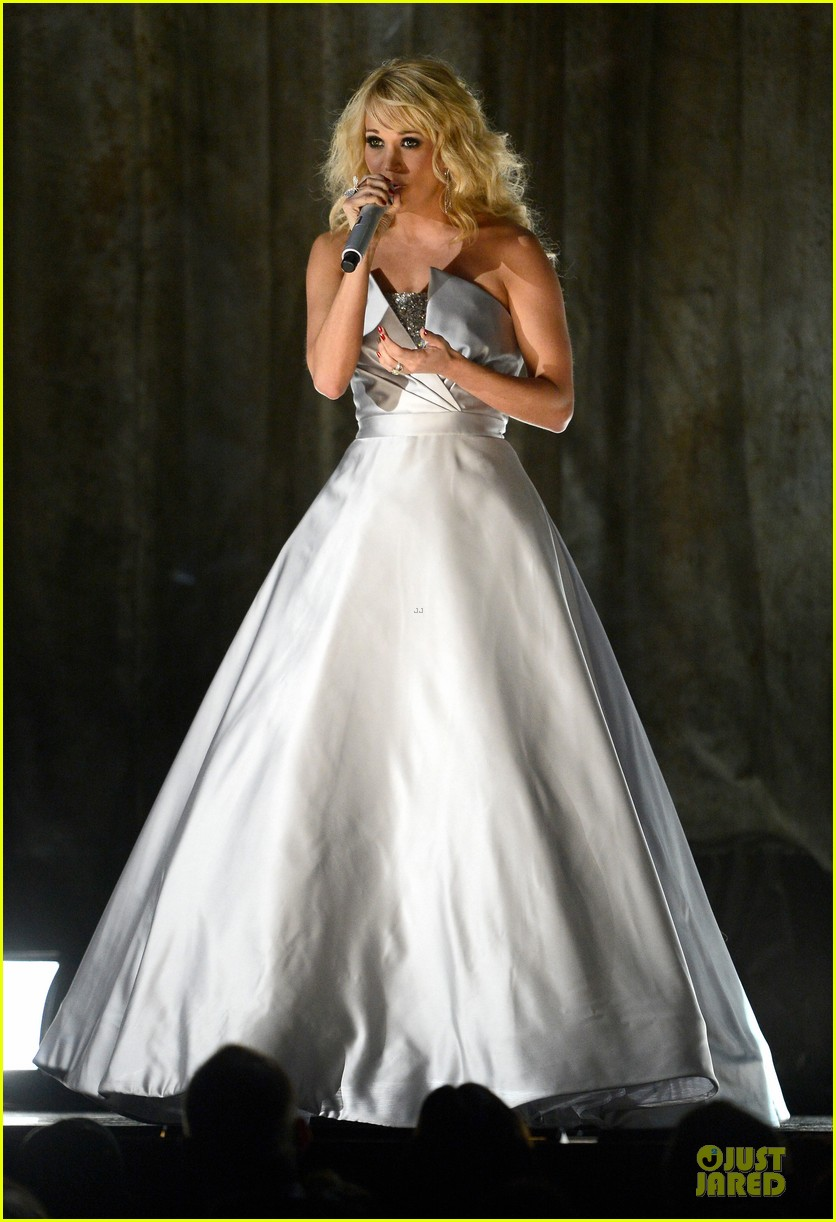 carrie underwood hunter haynes grammys 2013 performance watch now 06