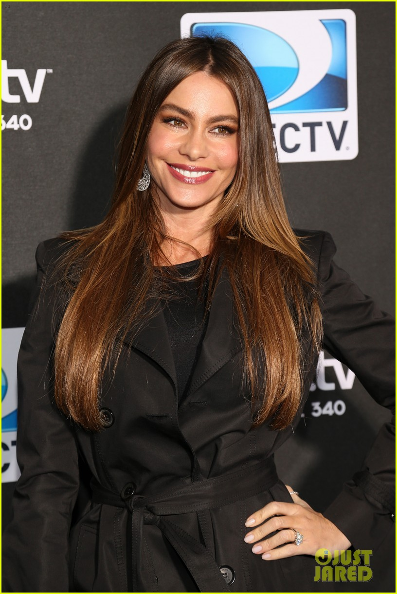 sofia vergara nina dobrev directv super bowl party 052803896