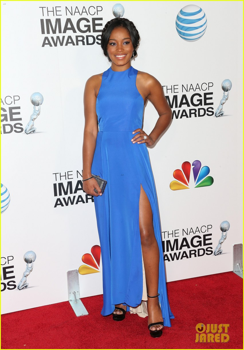 quvenzhane wallis accepts viola davis naacp award 052802861