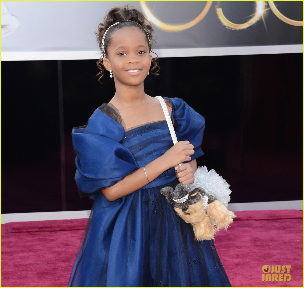 quvenzhane wallis oscars 2013 red carpet06