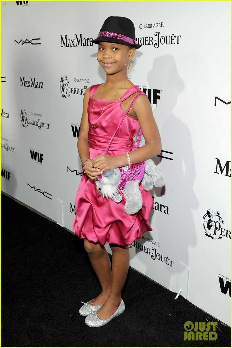 quvenzhane wallis puppy purse at pre oscars 2013 events 05