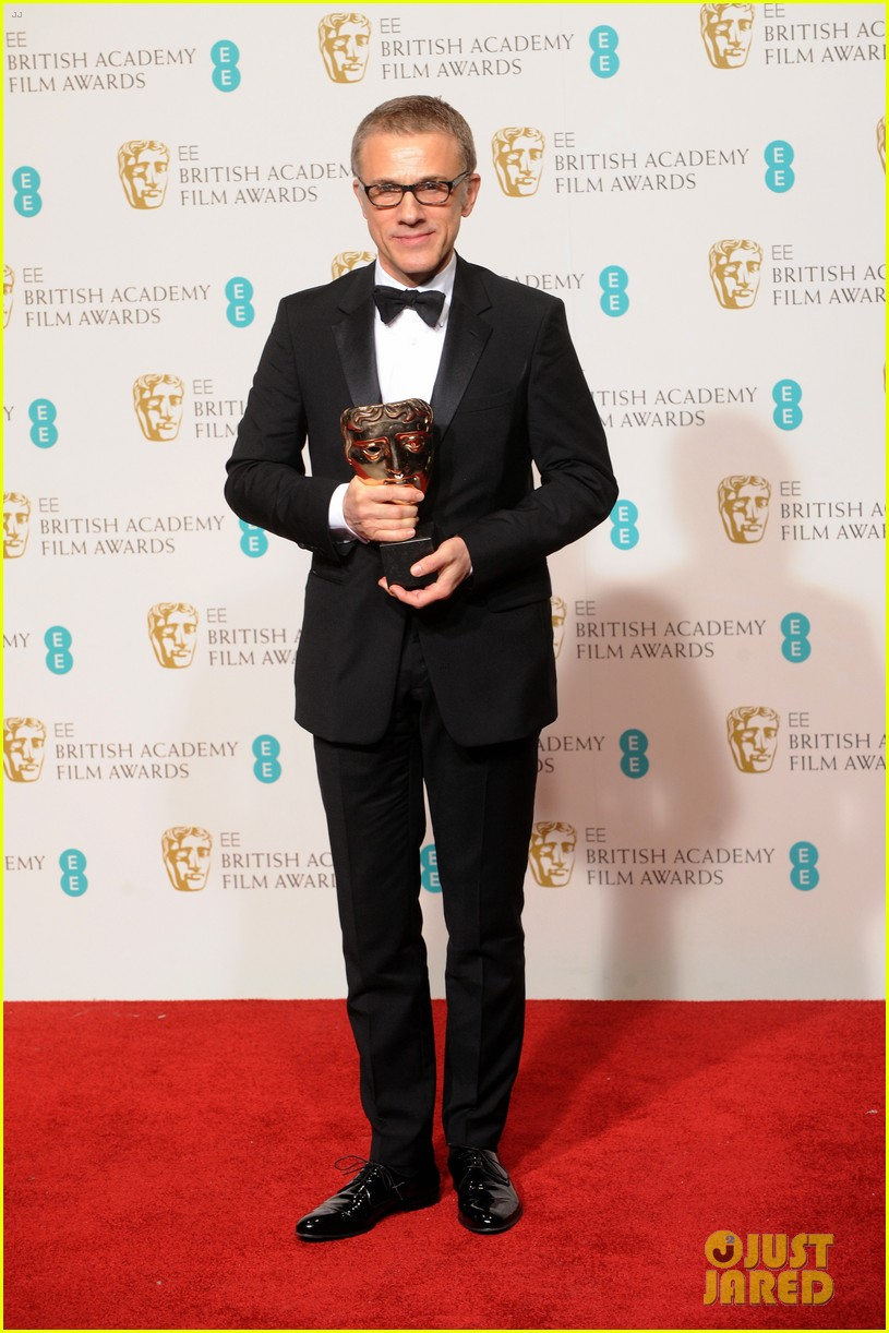christoph waltz wins best supporting actor at baftas 2013 01